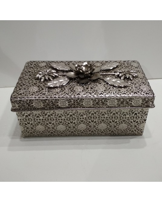 Caja metal pequeñoa